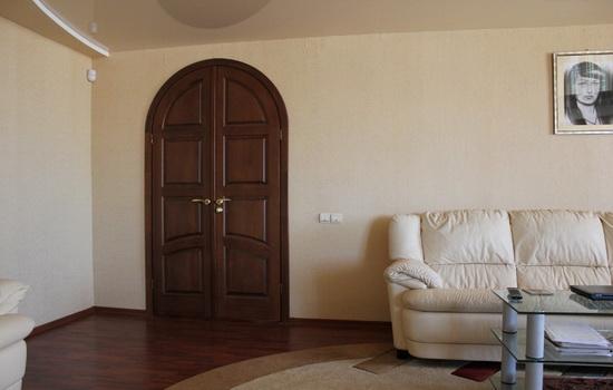 Arochnye-dveri-v-interere-kvartiry