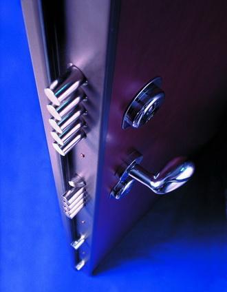 Minusy-bronirovannyh-dverej
