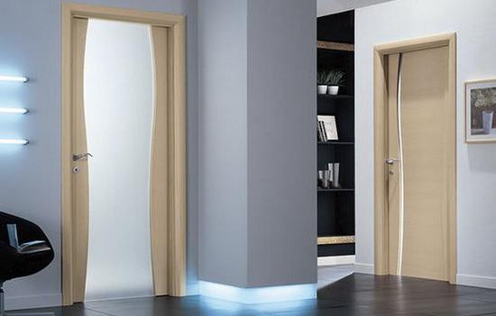 Svetlye-laminirovannye-dveri