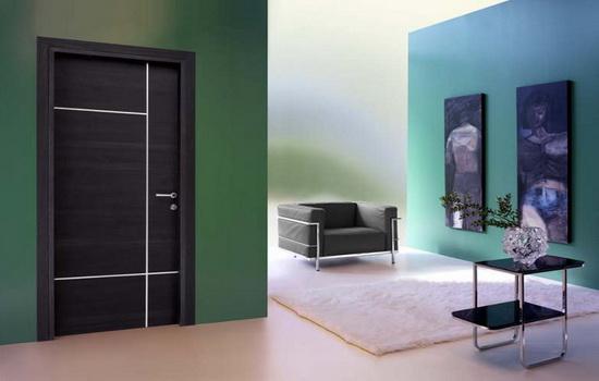 Temno-serye-mezhkomnatnye-dveri