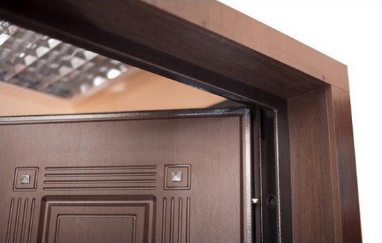 Vneshnie-otkosy-vhodnoj-dveri