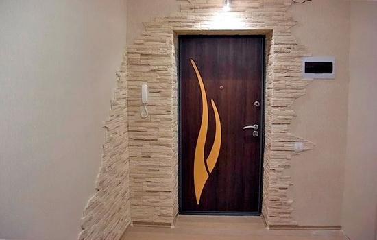 Vnutrennyaya-otdelka-vhodnoj-dveri-i-proema
